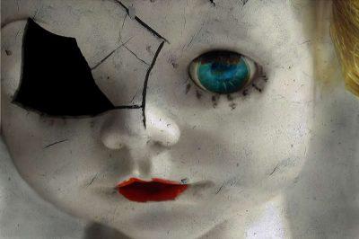 the_doll_on_the_shelf_by_kammythezombieslayer-d5qwz57